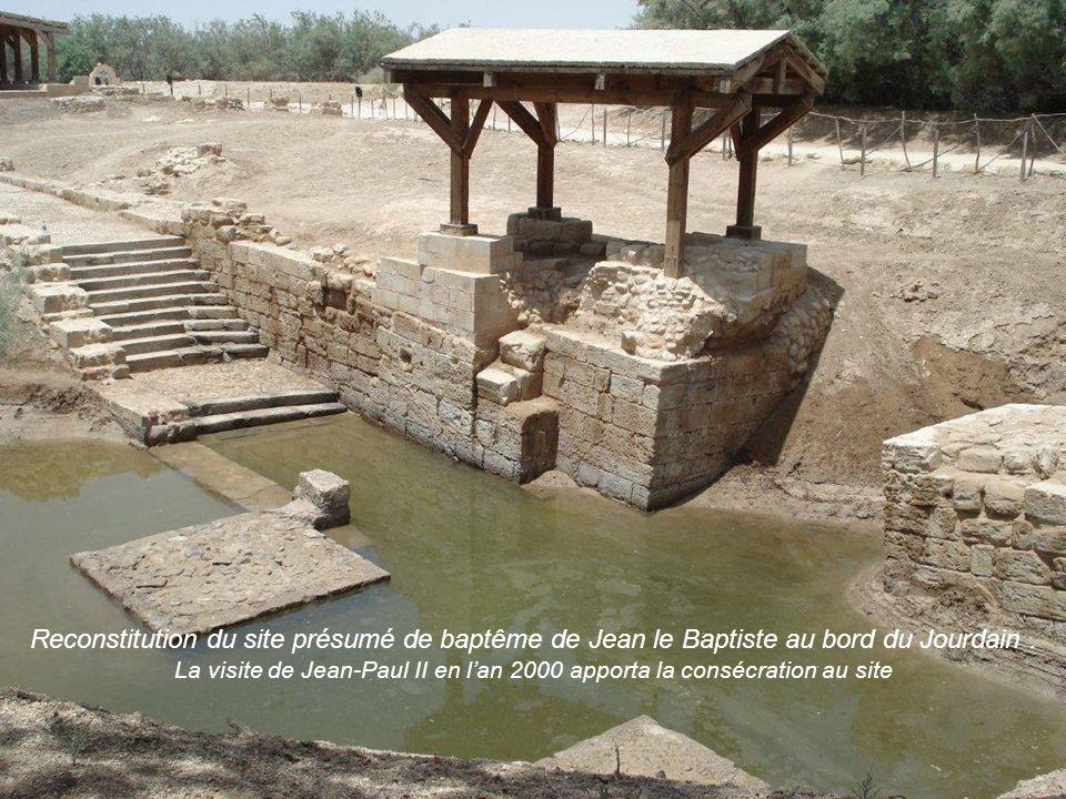 Le Jourdain: Frontière entre les territoires dIsraël et de Jordanie.