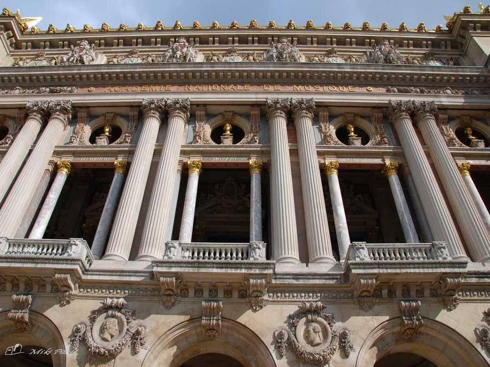 - LOpéra national de Paris, également connu sous le nom dOpéra Garnier ou du Palais Garnier a été bâti en de 1862 à 1875 sur l ordre de Napoleon III, et dessiné par l architecte français Charles Garnier (1825-1898), qui lui a donné son nom.