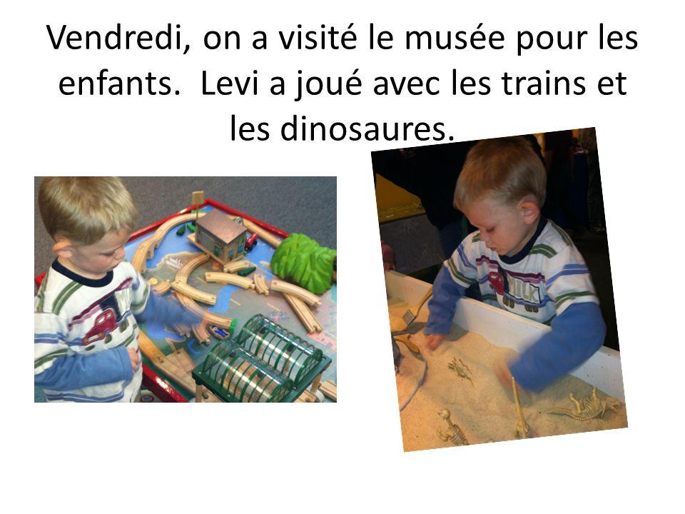 Vendredi, on a visité le musée pour les enfants. Levi a joué avec les trains et les dinosaures.