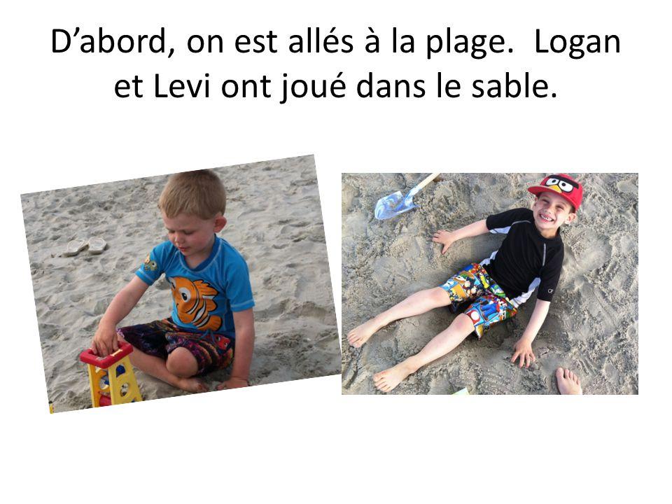Dabord, on est allés à la plage. Logan et Levi ont joué dans le sable.
