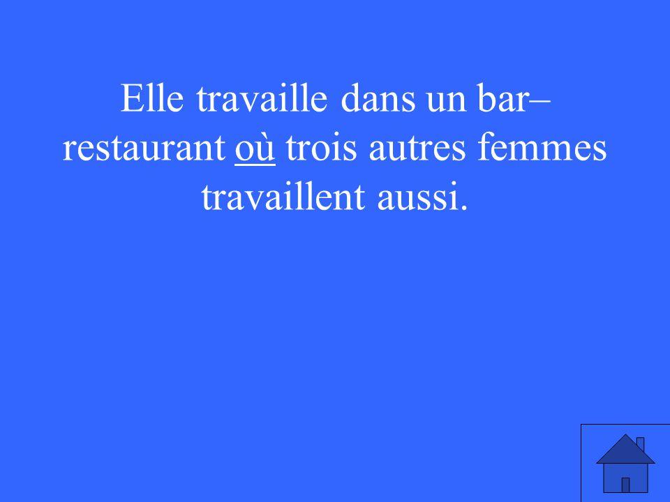 Elle travaille dans un bar– restaurant où trois autres femmes travaillent aussi.