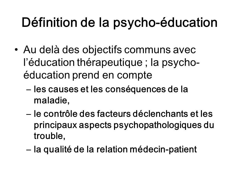 Définition de la psycho-éducation Au delà des objectifs communs avec léducation thérapeutique ; la psycho- éducation prend en compte –les causes et le