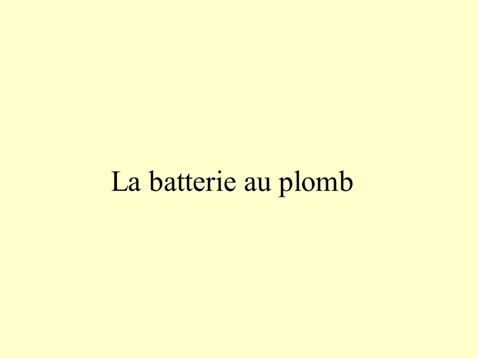 Charge de la batterie au plomb Électrode en plomb Solution concentrée dacide sulfurique : 2 H + ; SO 4 2 - Électrode en plomb recouverte doxyde de plomb générateur Dans le circuit électrique, le courant est du à la circulation des électrons e-e- e-e- i i
