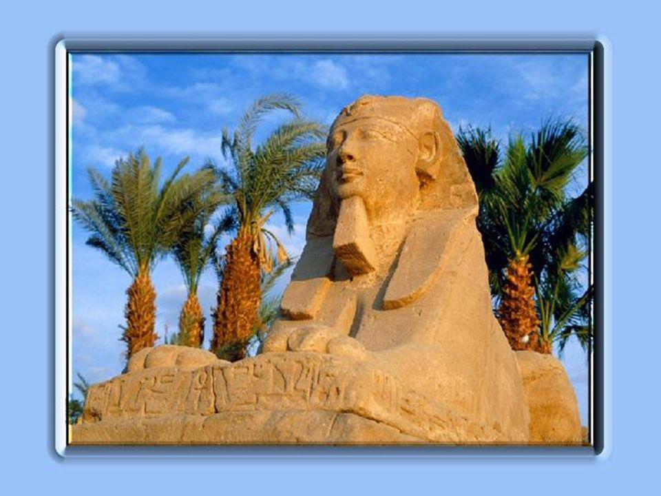 Regardez-la, ELLE, lÉgyptienne, issue dun peuple de bâtisseurs.