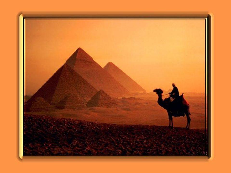 Regardez-la, ELLE, lÉgyptienne, dont le regard se porte vers son Orient natal