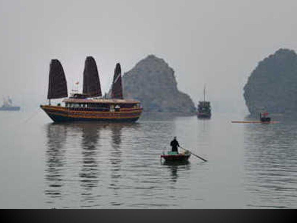 La Baie dAlong, un appel vers le large de la mer de Chine dans un dédale de baies et de fjords