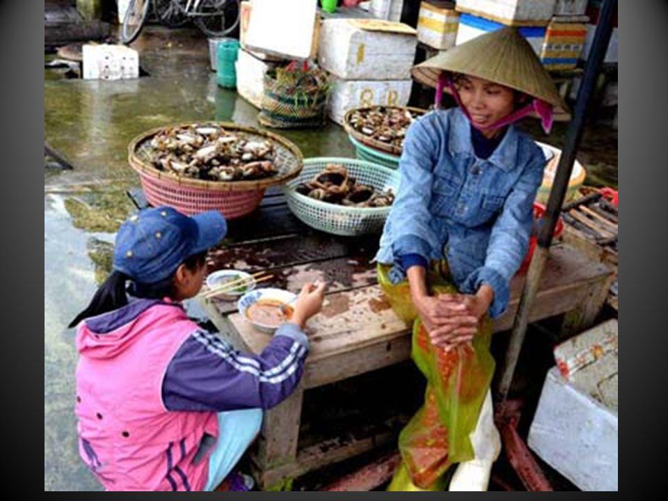 Les marchés de légumes, divers, lieux dosmose autrement sociale que les modernes marchés financiers anonymes…