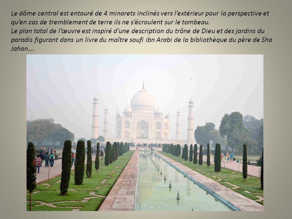 On appréhende la perle de pierre de loin, couronnant une perspective de jardins ….. Dans la brume du matin le temple est là, nimbé de blancheur éthéré