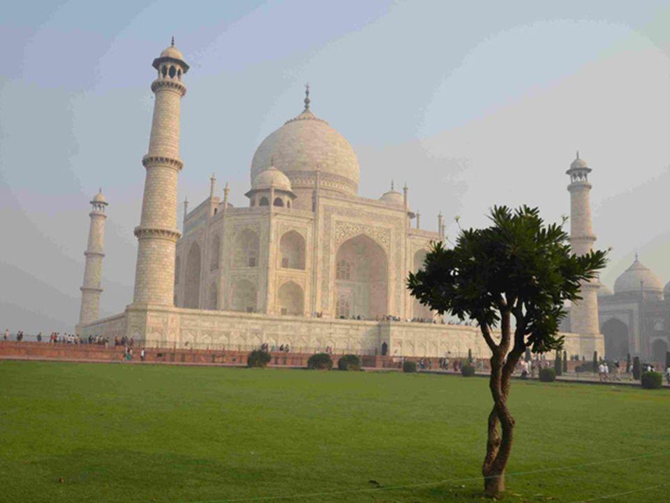 Ce même ami, qui a vibré au Taj Mahal dans un autre voyage me dit que des larmes lui étaient venues à le voir,et quil navait jamais ressenti une pareille émotion, autre que picturale ou musicale,….