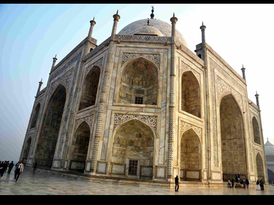 Le péché dorgueil…. En novembre 2012 Dubaï a annoncé quil allait construire une réplique 4 fois plus grande du Taj Mahal, pour 1 milliard de dollars e