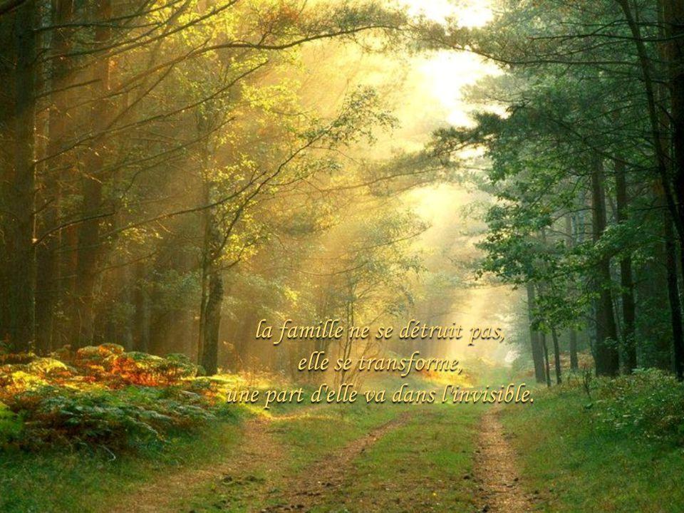 Seigneur, vous mavez appelé près de vous, Jai laissé seuls ceux que jaimais tant Prenez ma place auprès deux.
