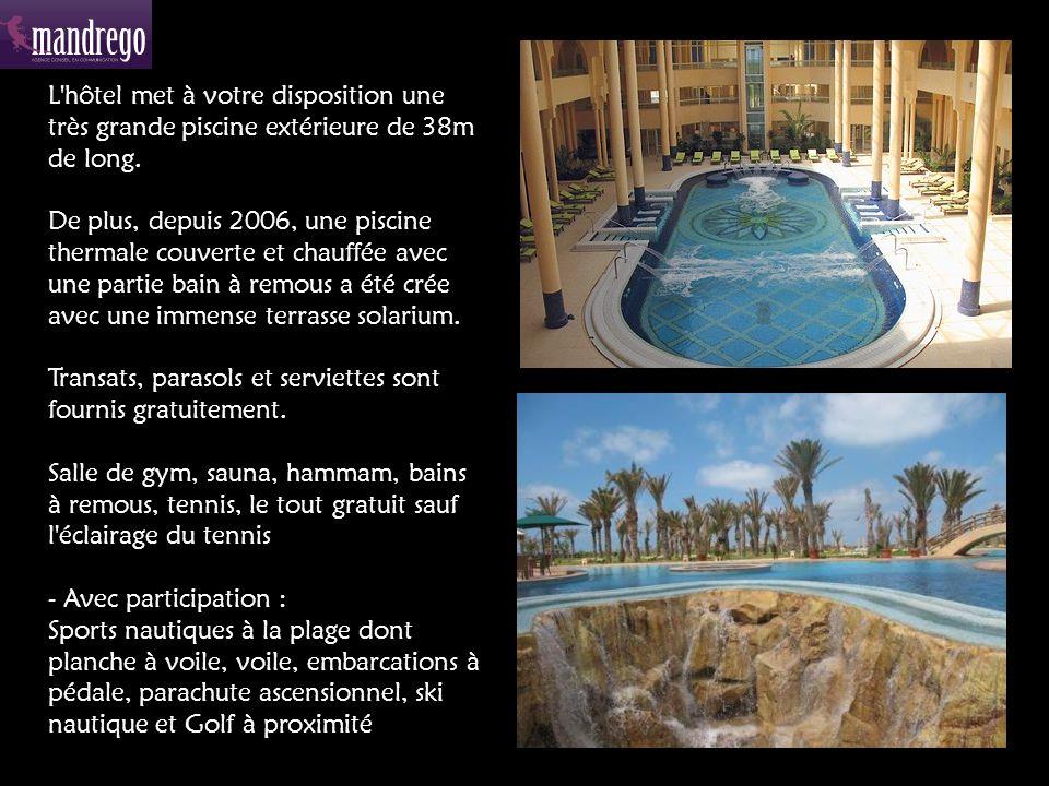 L hôtel met à votre disposition une très grande piscine extérieure de 38m de long.