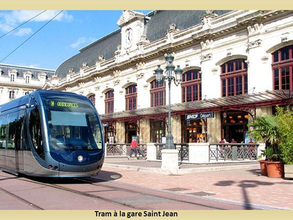 Tram à la gare Saint Jean