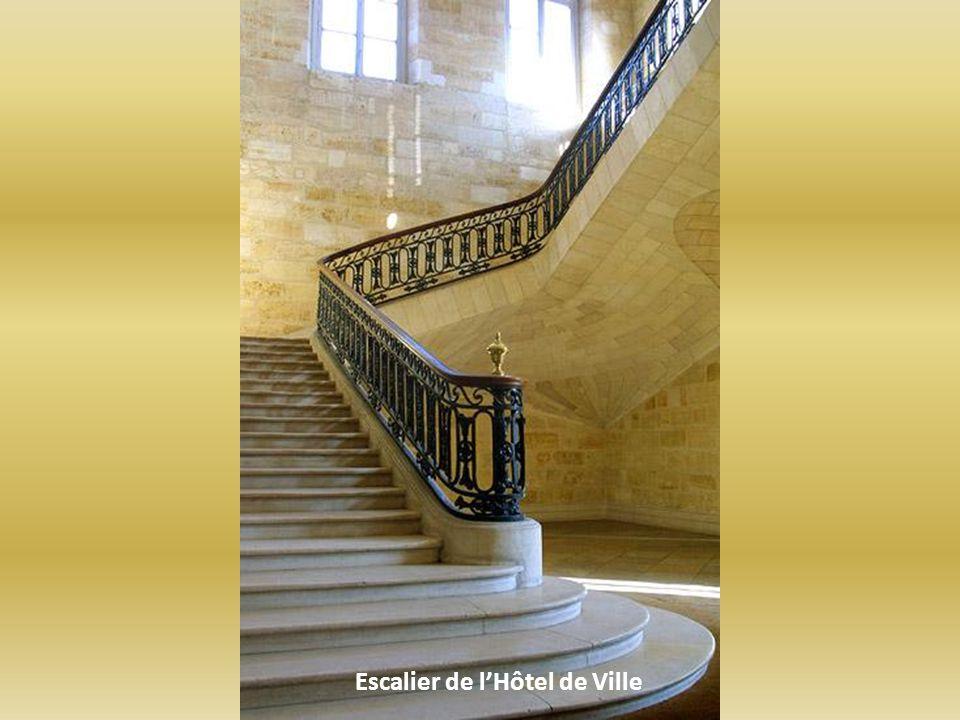 Escalier de lHôtel de Ville