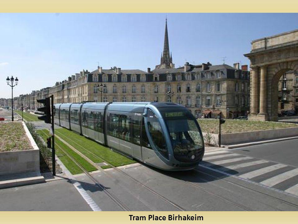 Tram Place Birhakeim