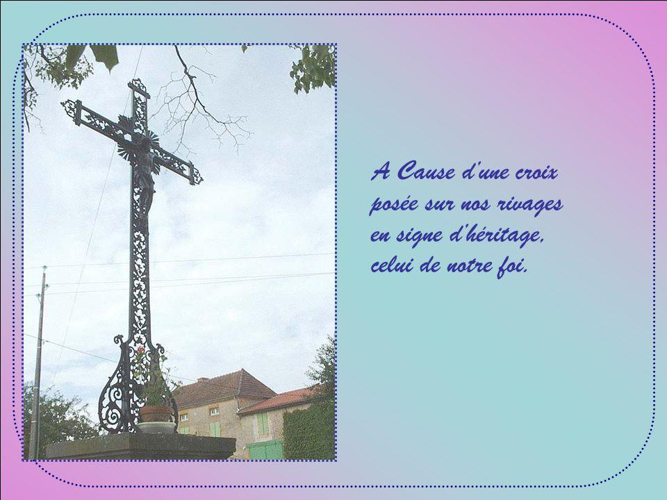 A Cause dune croix posée sur nos rivages en signe dhéritage, celui de notre foi.