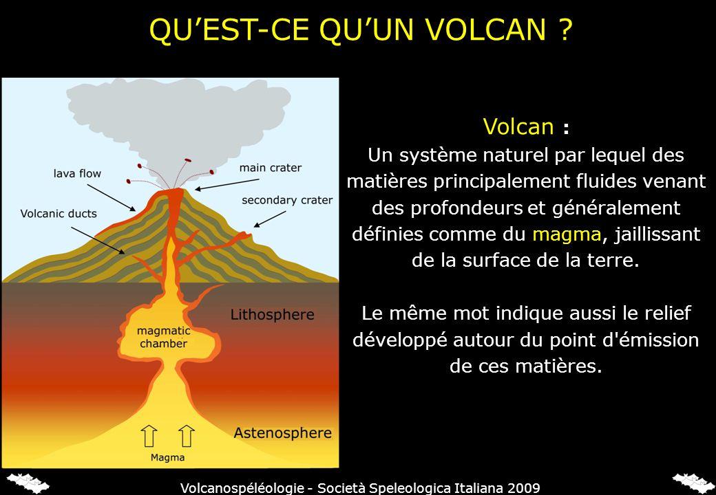 Volcan : Un système naturel par lequel des matières principalement fluides venant des profondeurs et généralement définies comme du magma, jaillissant