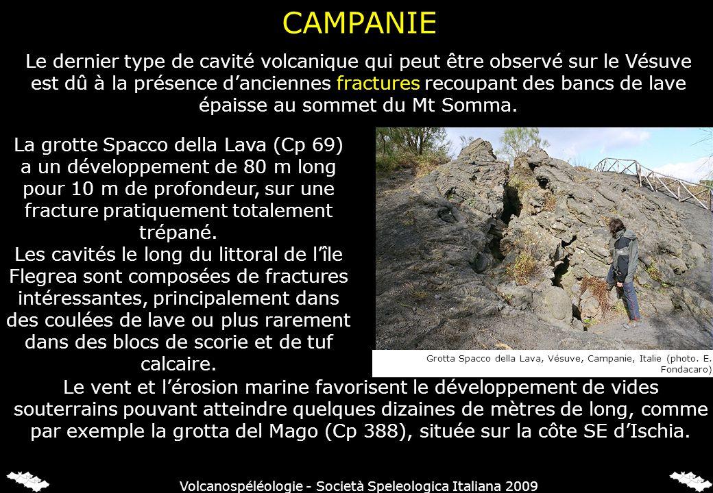 Le dernier type de cavité volcanique qui peut être observé sur le Vésuve est dû à la présence danciennes fractures recoupant des bancs de lave épaisse au sommet du Mt Somma.