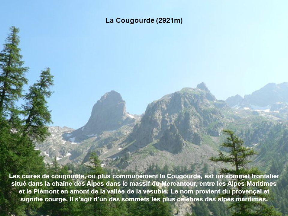De la pointe des 3 communes,Il faut franchir ensuite la Baisse Cavaline pour s'engager dans le bassin d'éboulis menant au Pas du Diable (2450m), porte