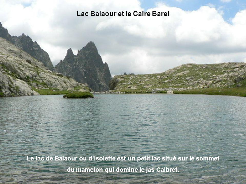 Avec 3143m d'altitude, la cime du Gélas domine tous les autres sommets des Alpes-Maritimes. Le Gélas se trouve sur la chaîne frontière entre la France