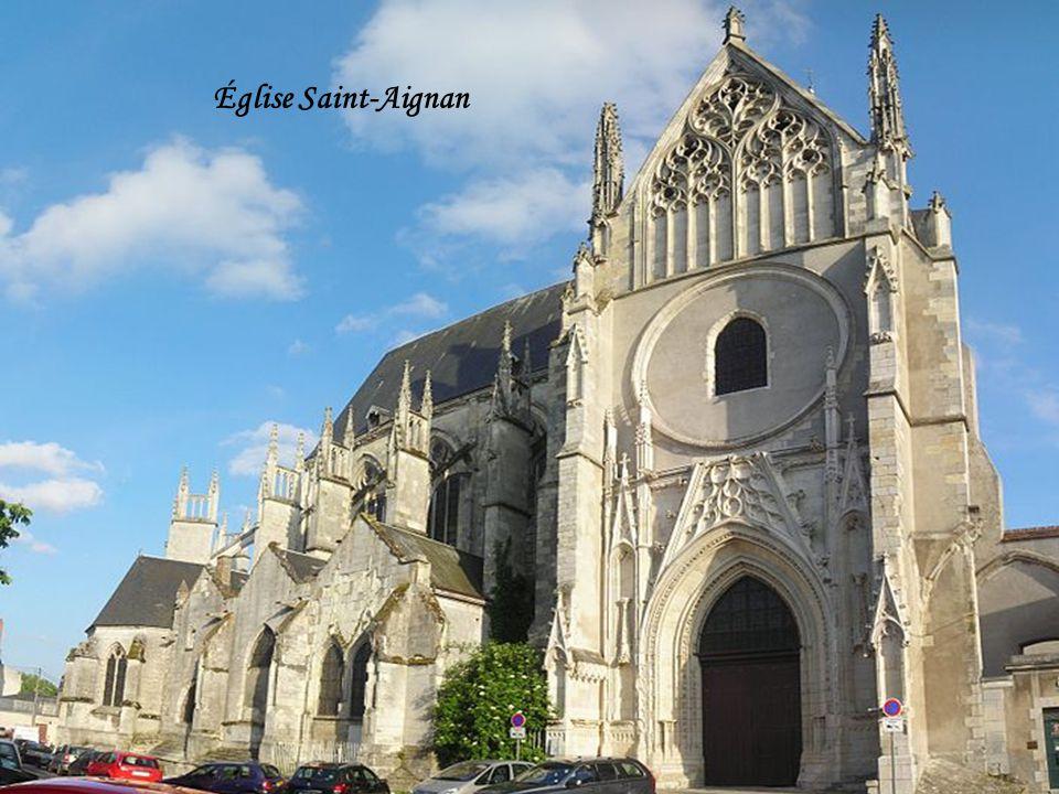 Quai du Fort Alleaume et église Saint-Aignan