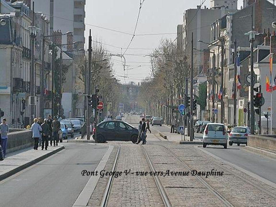 Pont George V - vue vers rue Royale