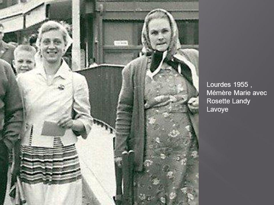 Marie et M-Thérèse DUBUIS et Jean-Marie AGEZ vers 1959-1960 occupées à nettoyer des cordes.