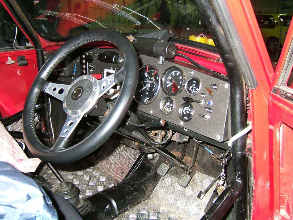Une MGB GT au contrôle