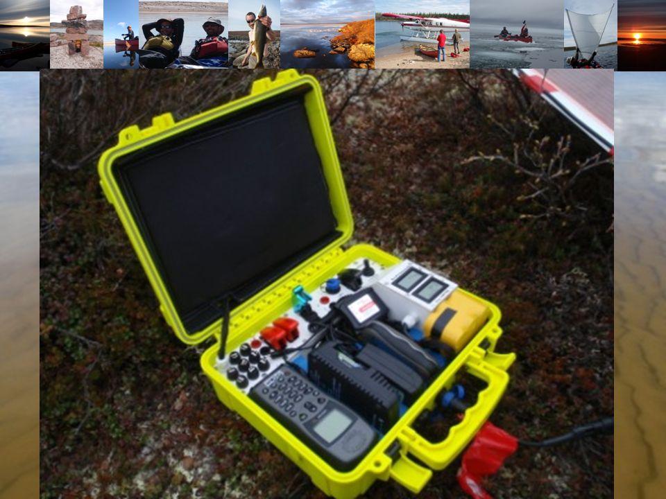 Coté Sécurité Une valise étanche avec tous les chargeurs Un téléphone satellite Iridium (Merci TD Com) Deux balises de détresse (Merci Kannad) Un GPS