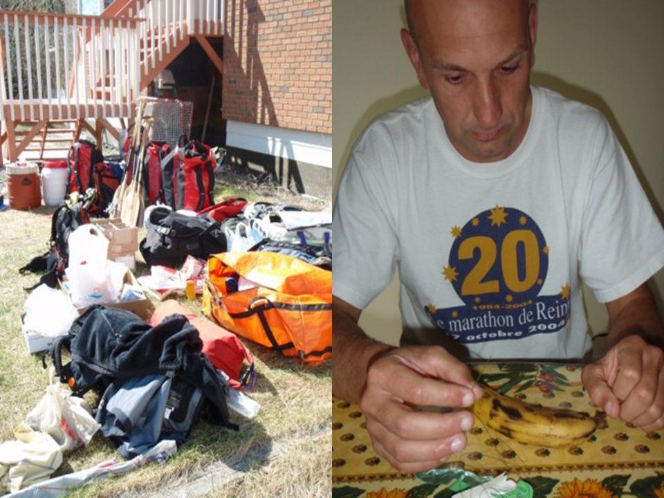 La Préparation 2 canoës, 6 pagaies, 4 bidons, 12 sacs étanches 55 kg de nourriture par personne 200 kg de matériel par canoë Trier la nourriture, ensa