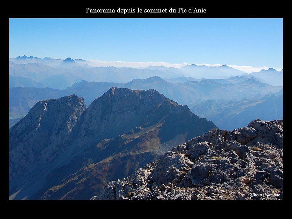 Panorama depuis le sommet du Pic dAnie.
