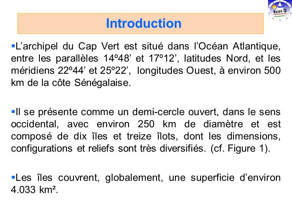 Larchipel du Cap Vert est situé dans lOcéan Atlantique, entre les parallèles 14º48 et 17º12, latitudes Nord, et les méridiens 22º44 et 25º22, longitudes Ouest, à environ 500 km de la côte Sénégalaise.