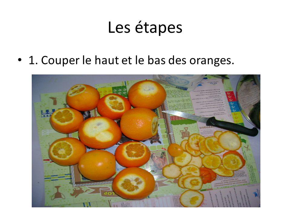 Les étapes 1. Couper le haut et le bas des oranges.