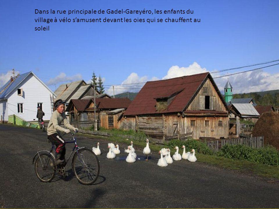 Les Bashkirs sont plutôt une population rurale qui a beaucoup denfants. La population de la république du Bachkortostan est de 4 millions et la popula