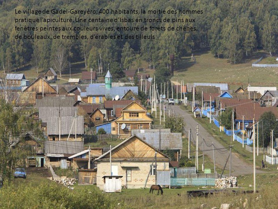 Le village de Gadel-Gareyéro, 400 habitants, la moitié des hommes pratique lapiculture.
