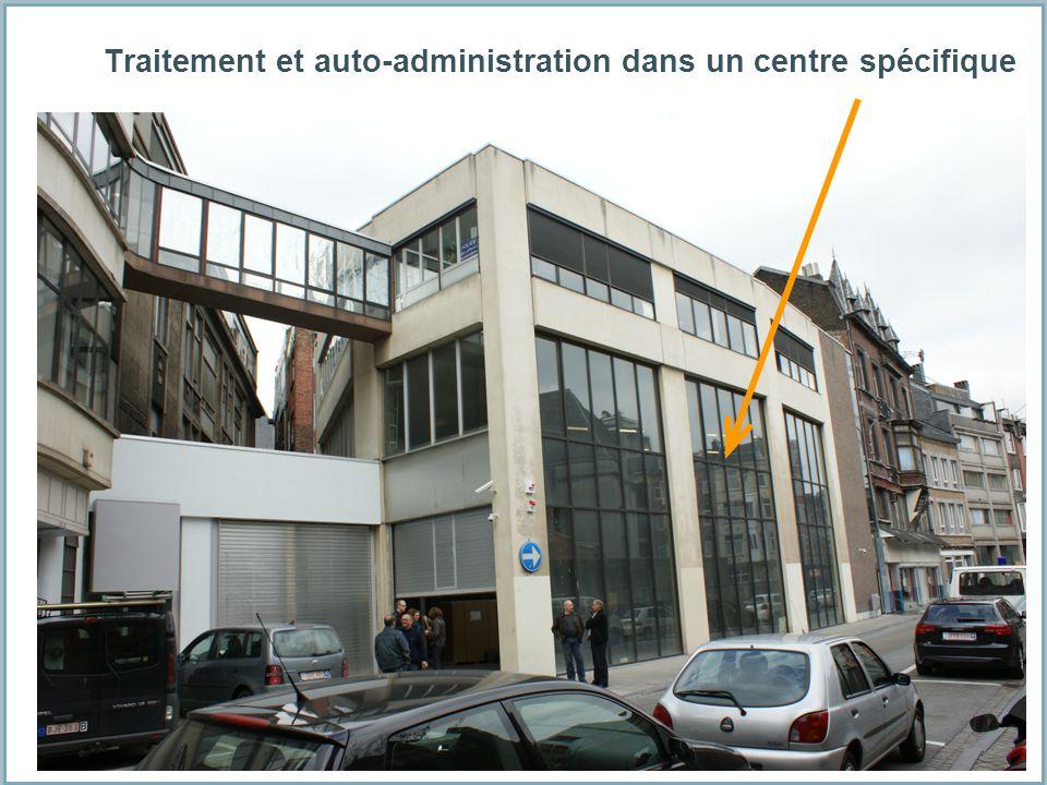 Traitement et auto-administration dans un centre spécifique