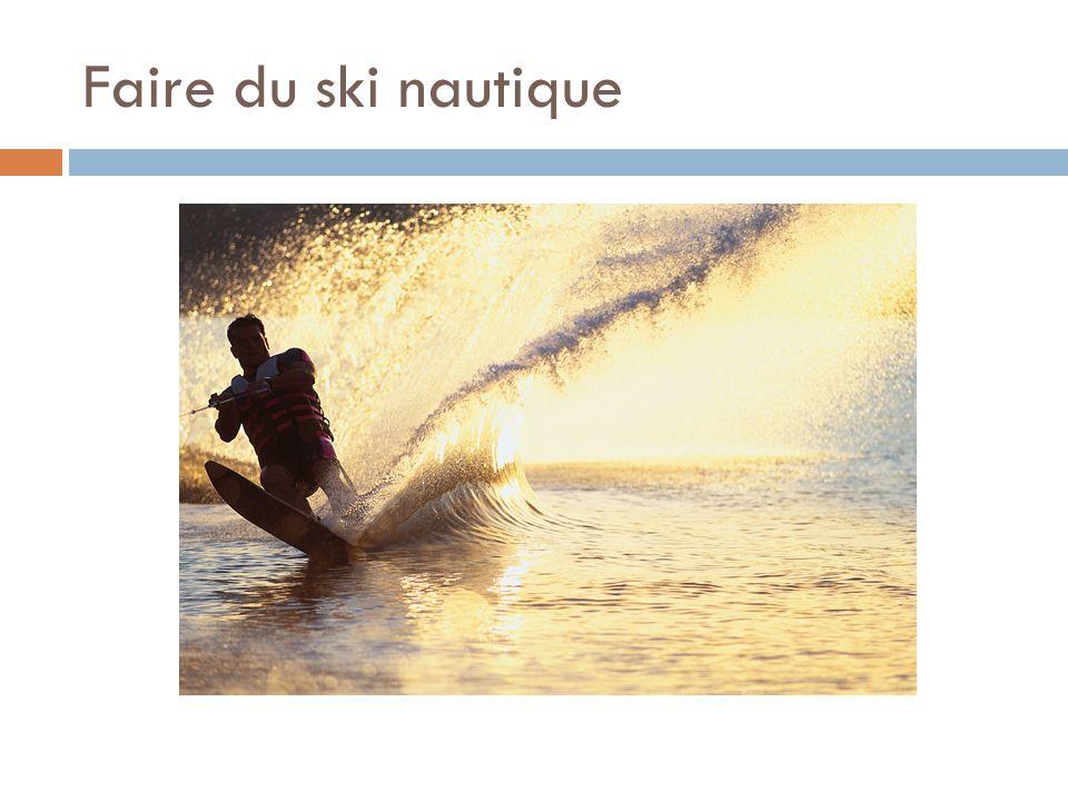 Faire du ski nautique