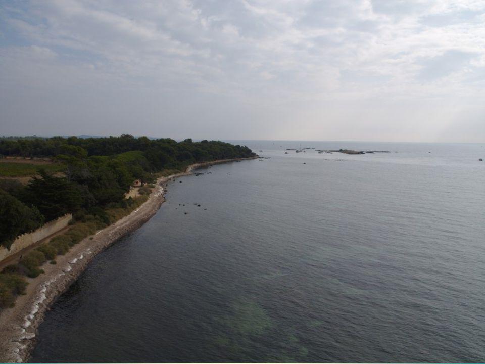 Les îles Lérins, deux îles et plusieurs îlots.Les îles Lérins, deux îles et plusieurs îlots.