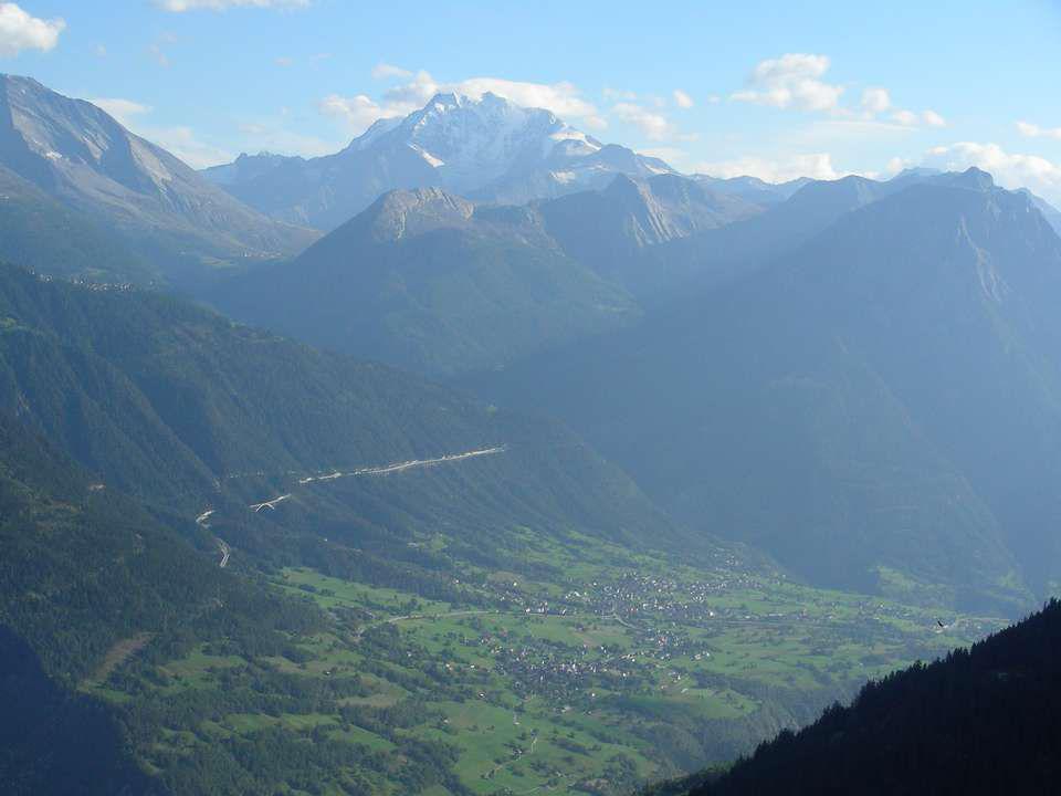 Depuis Riederalp la vue est très belle Nous pouvons admirer les petits villages au fond de la vallée.