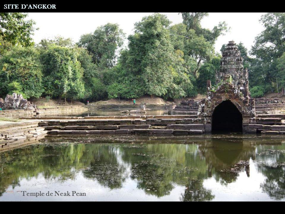 Sanctuaire de Bakong SITE DANGKOR Groupe Roluos