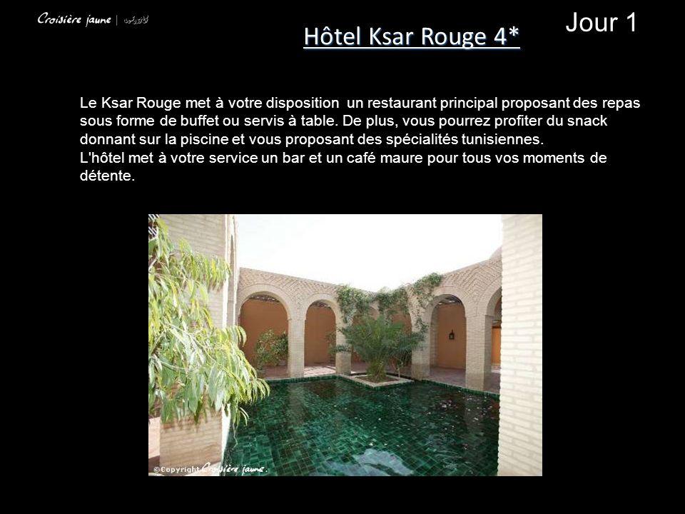 Le Ksar Rouge met à votre disposition un restaurant principal proposant des repas sous forme de buffet ou servis à table.