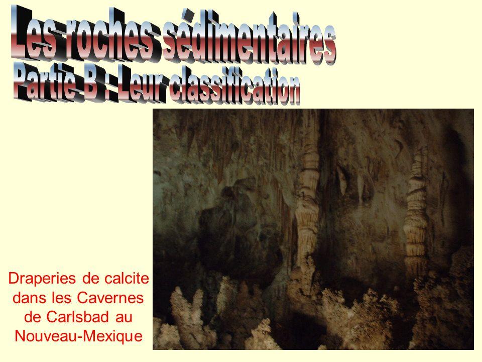 Draperies de calcite dans les Cavernes de Carlsbad au Nouveau-Mexique
