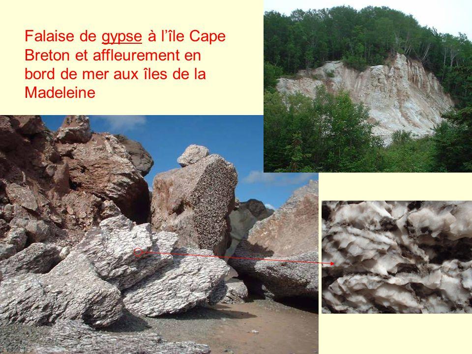 Falaise de gypse à lîle Cape Breton et affleurement en bord de mer aux îles de la Madeleine