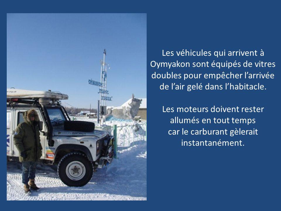 Comme vous pouvez lobserver sur limage précédente, en hiver, la neige sur la route est si épaisse que beaucoup de camions se retrouvent enterrés sous
