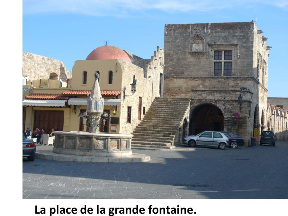 La place de la grande fontaine.