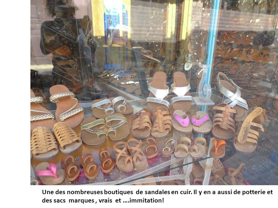 Une des nombreuses boutiques de sandales en cuir.