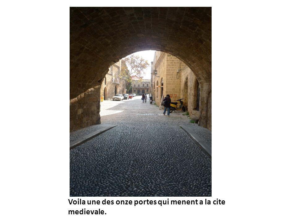 Voila une des onze portes qui menent a la cite medievale.