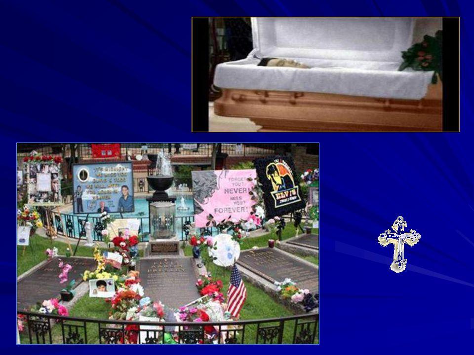 Le corbillard arrive à Graceland Le corbillard dElvis quitte lhôpital