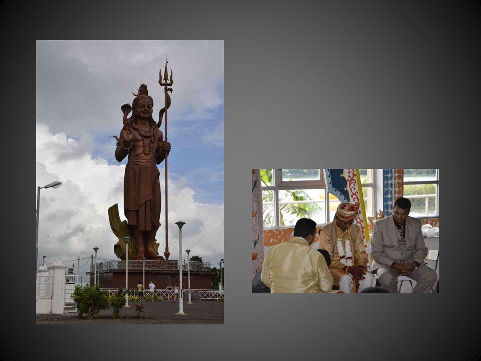 Le bhajan (du sanskrit bhajana « adoration) qui accompagne ce powerpoint est un chant dévotionnel de l hindouisme ou du sikhisme à l intention de diverses divinités (Shiva, Krishna, Lakshmi, Ganesh), Krishna Bhajan: »O Palan Hare »