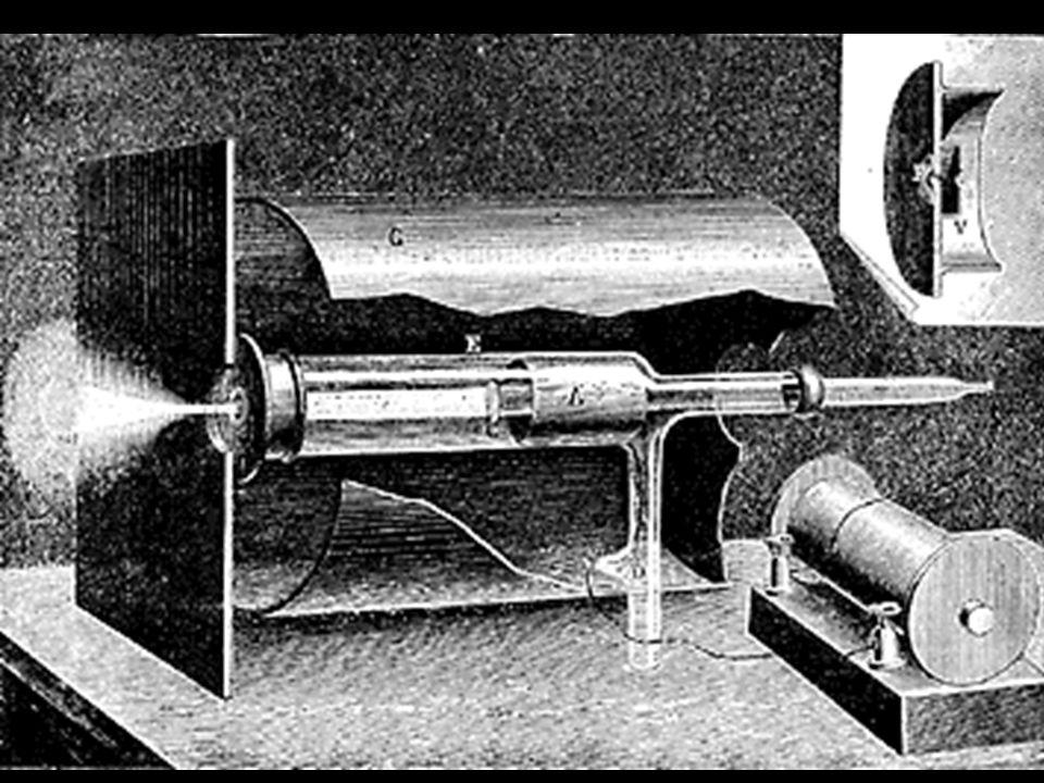 Travaux sur les rayons cathodiques (1894) Les rayons cathodiques peuvent séchapper à travers une fenêtre très fine (fenêtre de Lenard) Les rayons se d
